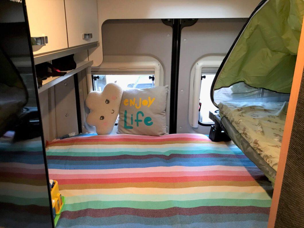 Deryan UV beach tent and travel bed